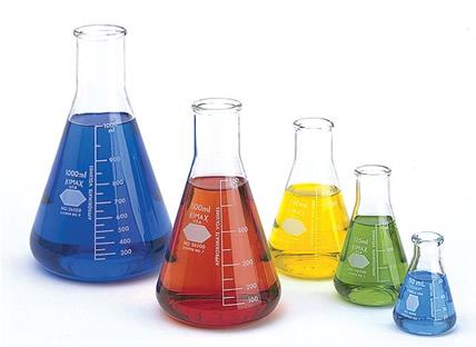 São quatro as funções inorgânicas principais: ácidos, bases, sais e óxidos