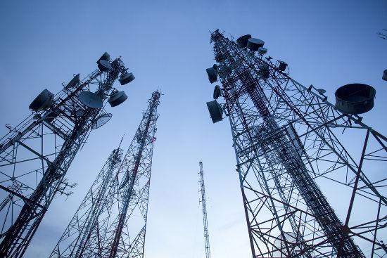 As ondas eletromagnéticas são usadas na telecomunicação para emitir os sinais de TV e rádio