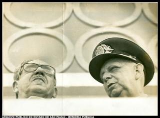 O general Artur da Costa e Silva e o vice-almirante Augusto Rademaker (Marinha): dois dos principais artífices do golpe militar de 1964 *