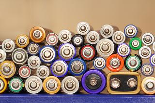 Diferentes tipos de pilhas e baterias