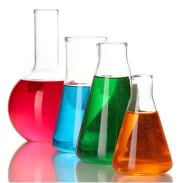 As soluções químicas usadas em laboratório normalmente são formadas por um sólido dissolvido em um líquido