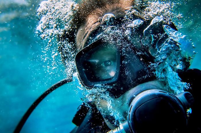 Mesmo usando máscaras de mergulho para facilitar a visão embaixo d'água, ela continuará desfocada