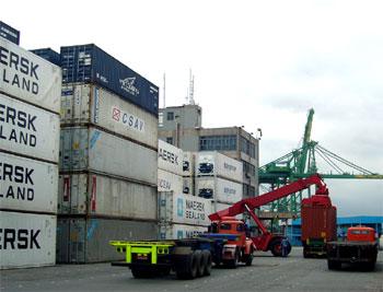Os portos é o principal centro de exportação e importação.