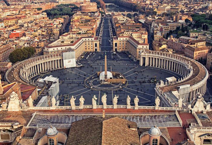 Com o Tratado de Latrão, assinado em 1929, ficou ratificada a criação de um Estado para a Igreja Católica: o Estado da Cidade do Vaticano.