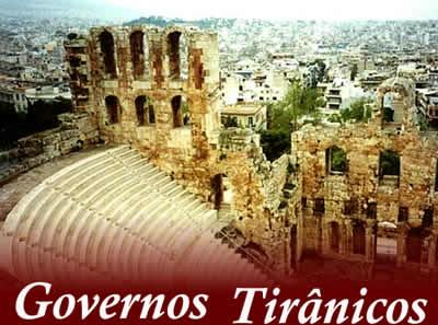Os governos tirânicos antecederam a instalação da democracia em Atenas.