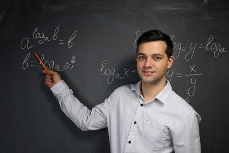 Com as propriedades dos logaritmos, é possível facilitar cálculos que envolvem essa operação matemática