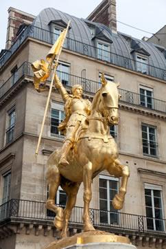 Estátua de Joana D'Arc, em Paris, França