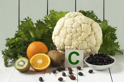 A vitamina C é encontrada em todos os vegetais