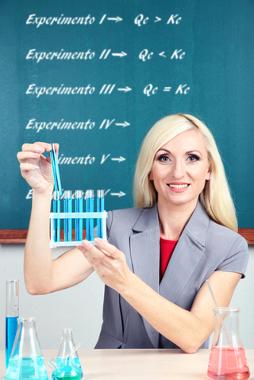 O quociente de equilíbrio pode ser calculado para vários experimentos a fim de determinar se a reação já atingiu o equilíbrio