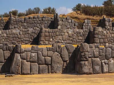 Muros da fortaleza inca Sacsayhuaman