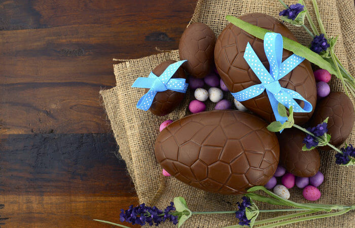 O consumo excessivo de ovos de Páscoa pode causar danos à saúde.