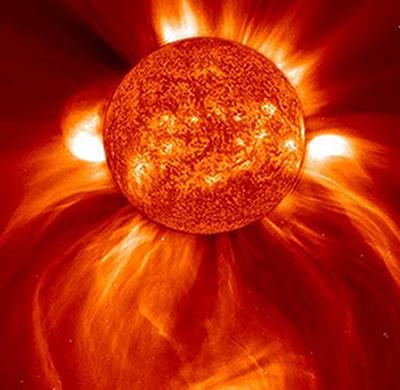 O Sol é o maior emissor de radiação ultravioleta. Graças à camada de ozônio, essa radiação chega à Terra em pequenas quantidades, porém ainda continua