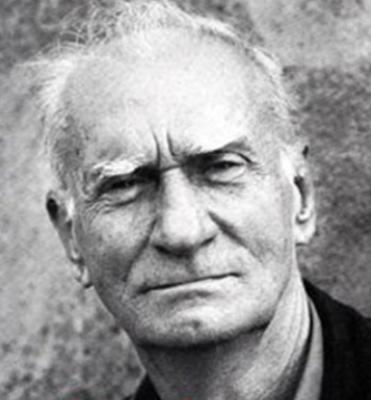 Ariano Suassuna, que nasceu em 1927, na Paraíba, faleceu no ano de 2014, aos 87 anos, na cidade de Recife.*