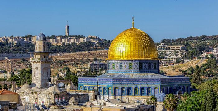A mesquita de Al-Aqsa, construída em Jerusalém, está localizada dentro dos limites da Cidade Velha.