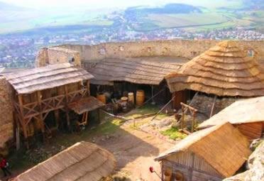 Villa: unidade produtiva romana que influenciou na formação dos feudos medievais.