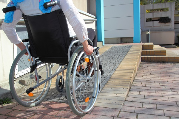 Entre os principais problemas enfrentados pelas pessoas com deficiência, está a falta de acessibilidade
