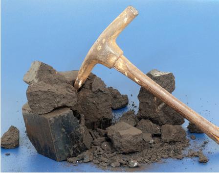 A extração de carvão mineral é realizada em túneis subterrâneos por mineiros