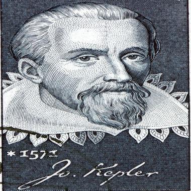 """As três leis de Kepler explicam a forma como ocorre o """"balé"""" dos planetas ao redor do Sol *"""