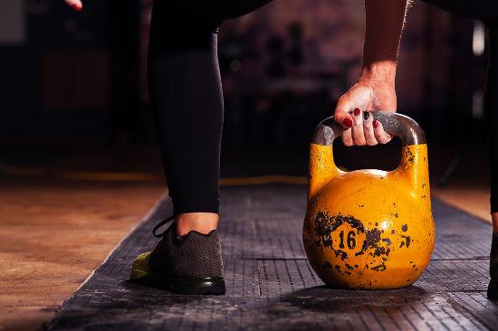 A força peso corresponde à força feita sobre um objeto capaz de impedi-lo de cair livremente