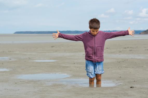 É comum perceber a areia movediça na praia