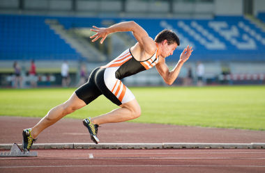 Quanto menor for o tempo de reação de um corredor após ouvir o disparo inicial, melhor será seu desempenho na corrida