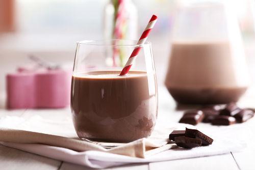 É muito comum as pessoas saturarem o leite com chocolate em pó