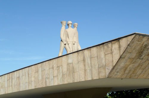 Monumento construído no Rio de Janeiro em homenagem aos soldados brasileiros que lutaram na Segunda Guerra *