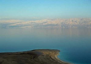 Mar Morto, exemplo de lago de água salgada (lago residual).