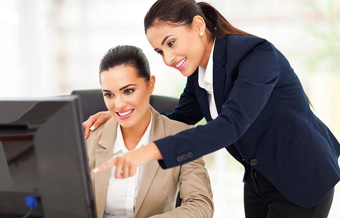 Embora as mulheres possuam maior escolarização em relação aos homens, ainda recebem salários inferiores