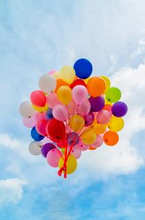 Qual é a densidade relativa entre o gás hélio e o ar?