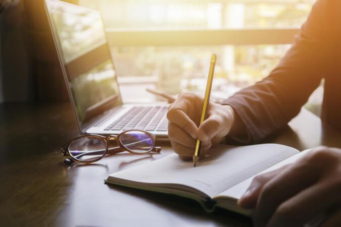 Escrever é uma das práticas mais importantes para o ser humano: por meio da escrita.
