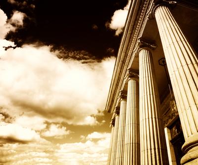 As ruínas da Grécia Antiga são um dos elementos que permanecem dos tempos passados e auxiliam-nos no estudo da História