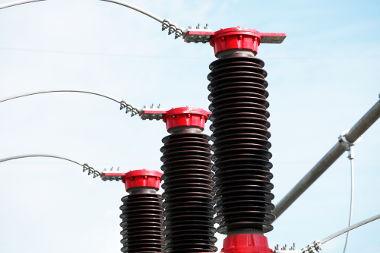 Os sistemas mono, bi e trifásicos são instalados de acordo com a necessidade de cada  consumidor