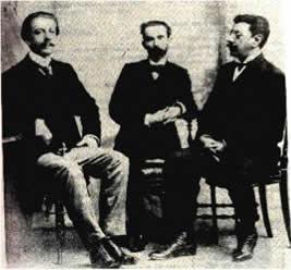 """Olavo Bilac à direita, Raimundo Correia no centro e Alberto de Oliveira à esquerda, juntos formavam a """"tríade parnasiana""""."""