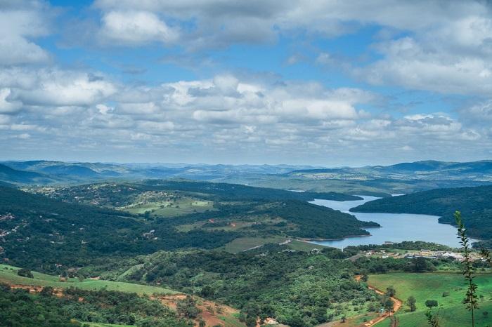 Brumadinho é uma cidade localizada em Minas Gerais e está na região metropolitana de Belo Horizonte