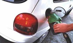 Álcool combustível: mistura de etanol e água.