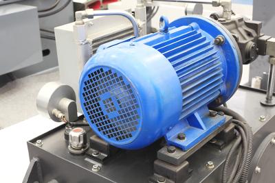 O motor elétrico é um dispositivo que funciona a partir do princípio da indução eletromagnética
