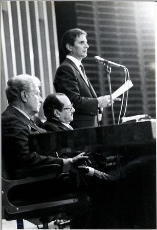 Fernando Collor discursando no dia de sua posse, em 15 de março de 1990 *