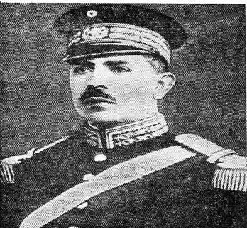 Lázaro Cárdenas em trajes militares