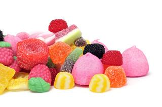 Muitos aromatizantes e flavorizantes usados em balas e doces são produzidos por meio de reações de esterificação