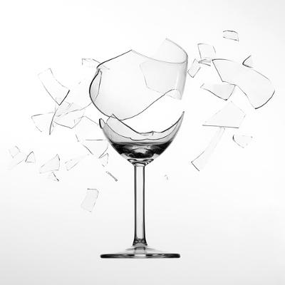Uma taça pode ser quebrada por causa da ressonância