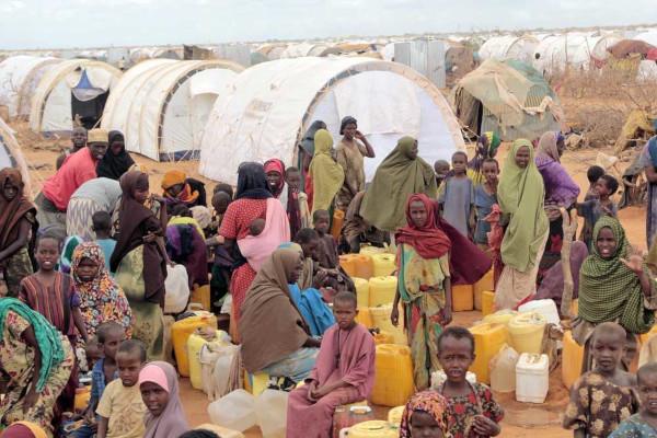 A Somália é um dos países mais pobres do mundo e apresenta uma das mais altas taxas de mortalidade infantil.*