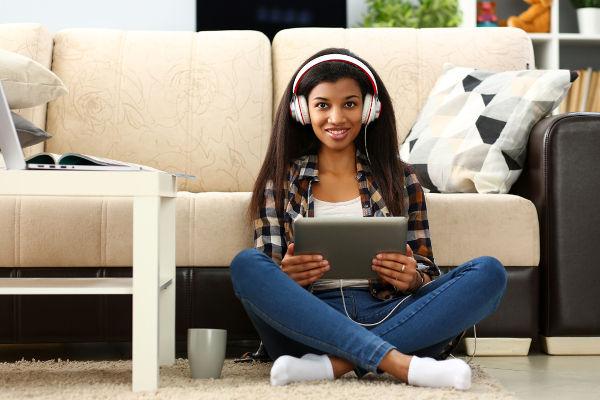 Uma das vantagens do EaD é assistir às aulas como e onde quiser