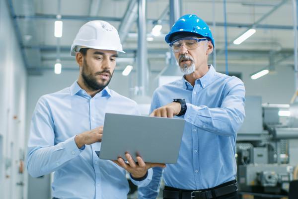 Engenheiros de produção atuam principalmente em indústrias