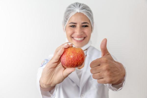 Ter boa comunicação e ser atualizado são características que possuem destaque no profissional de Nutrição.