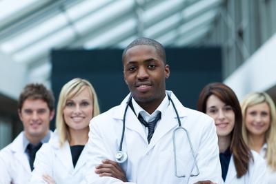 Um dos objetivos das cotas é aumentar quantidade de negros em cursos concorridos, como Medicina