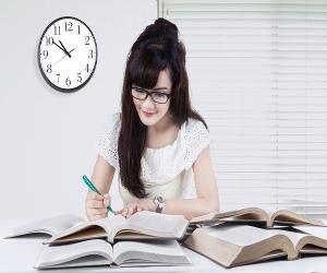 Fazer fichamentos das leituras das obras literárias é uma boa maneira de memorizar o conteúdo