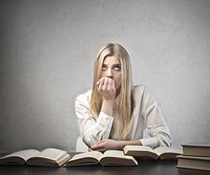 O estudante fica em dúvidas quanto à escolha do idioma da prova língua estrangeira do Enem