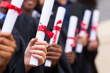 É possível obter certificado do ensino médio através do Enem.