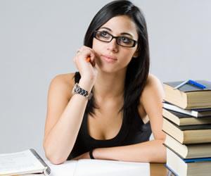 É preciso avaliar as principais diferenças entre a universidade particular e a pública antes de escolher qual cursar